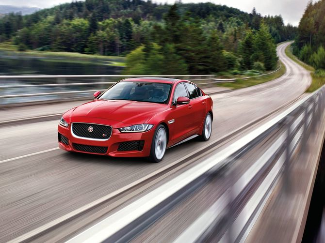 20 Plate XE R-Dynamic S P250 Automatic RWD