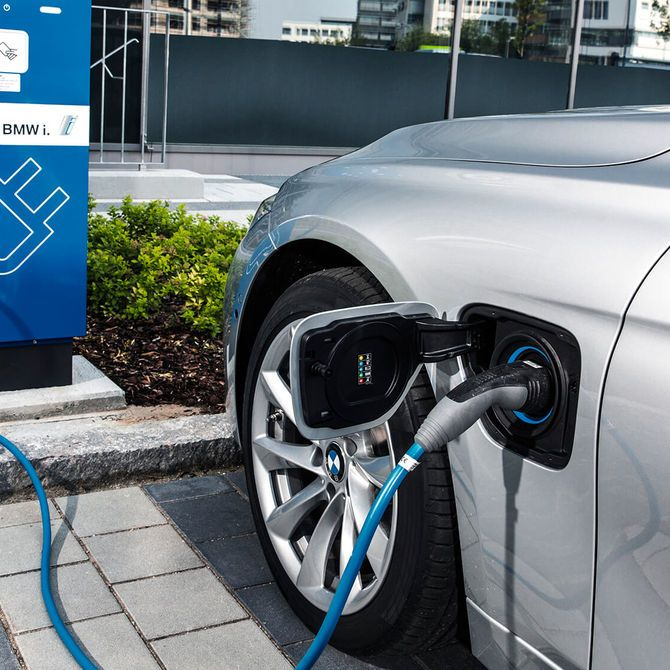 BMW 3 Series Saloon PHEV Charge | Peter Vardy Edinburgh